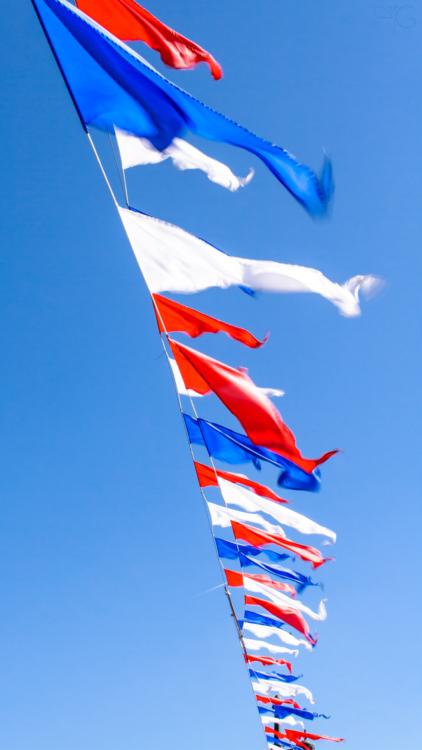 Флаги на Дворцовом мосту