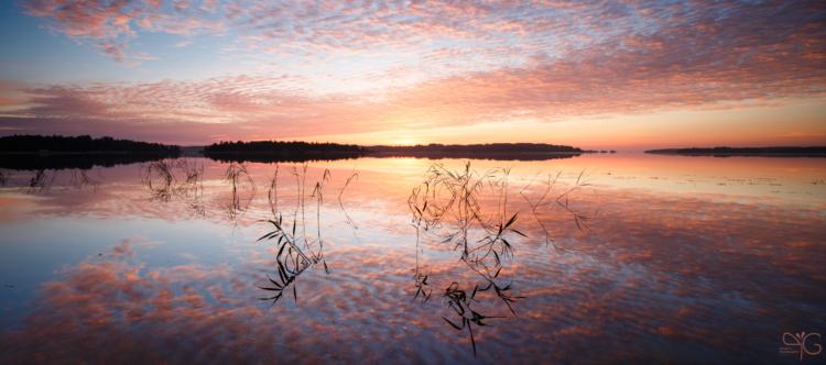 Рассвет над заливом Лехмалахти, шхеры северо-запада Ладоги